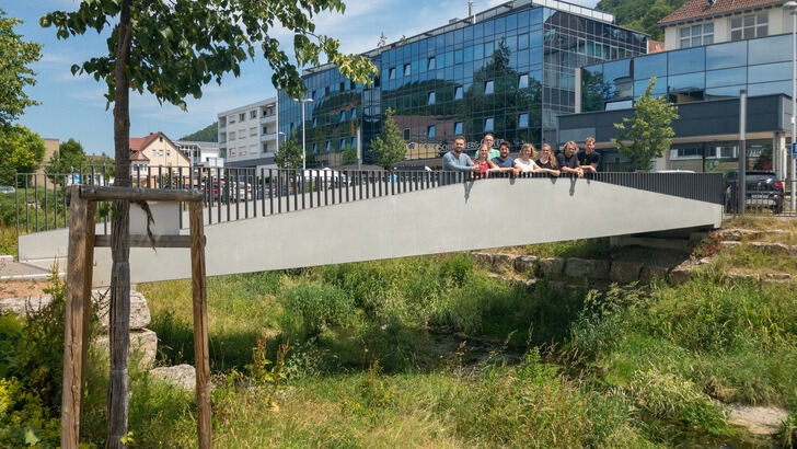 Verbund.NRW PhD students on the textile concrete bridge in Albstadt